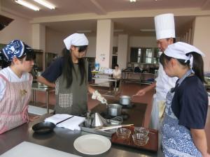 本校調理科で料理教室を開催しました