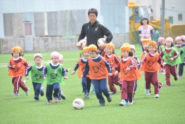 本学園の幼稚園児対象のサッカー教室を行いました