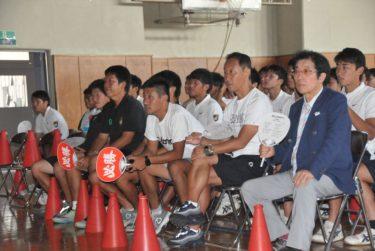 サッカー男子予選リーグ 卒業生2名出場!